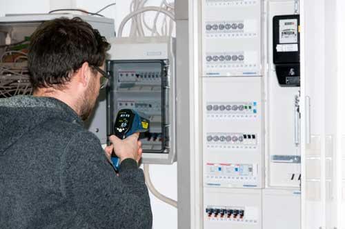Uso do PCE-895 para controlar a temperatura num quadro de fusíveis